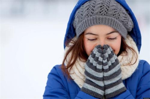 3 cách giữ ấm gây hại cho sức khỏe của bạn vào mùa đông
